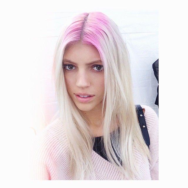 #Crownlights, also bunte Haaransätze sind 2015 der neueste Coloration-Trend.