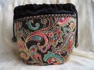 Threads Across the Web: Pouchette - Japanese bead embroidery