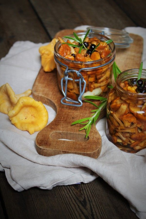 made from scratch - Pickled chanterelles with garlic, rosemary and juniper berries