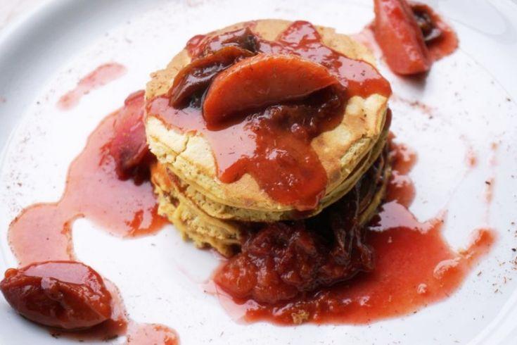 Pancakes mit Apfel und Pflaume