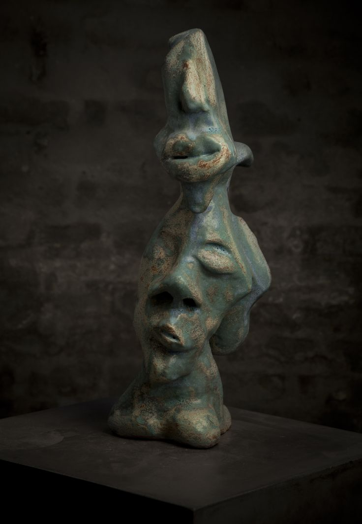 Many faces shows up - Ceramic sculpture