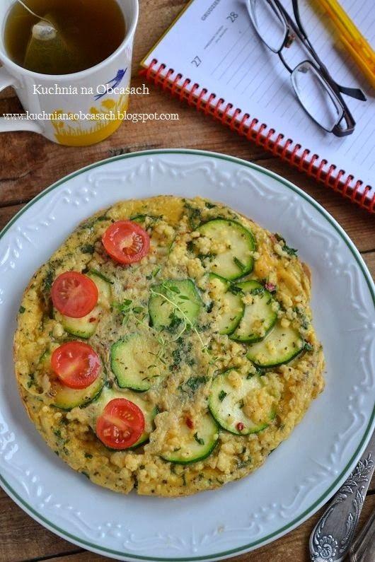 kuchnia na obcasach: Omlet z kaszą jaglaną i cukinią