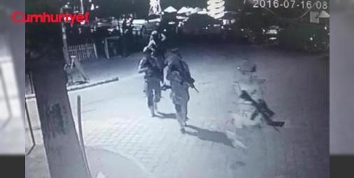 Erdoğanın kaldığı otele saldırı gerçekleştiren darbecilerden çarpıcı ifadeler : Muğlada 15 Temmuz darbe girişimi sırasında Cumhurbaşkanı Recep Tayyip Erdoğanın Marmariste konakladığı otele yapılan saldırıyı gerçekleştiren tutuklu 14 askerin ifadeleri o geceye ilişkin çarpıcı ayrıntıları ortaya çıkardı. Çiğli 2nci Ana Jet Üst Komutanlığı Personel Kurtarma Eğitimi Komutanlığında Astsubay Üstçavuş olan Yakup Özcan ifadesinde Cumhurbaşkanı ve yanında bulunan 2 kişinin öldürülmeyeceği söylenince…