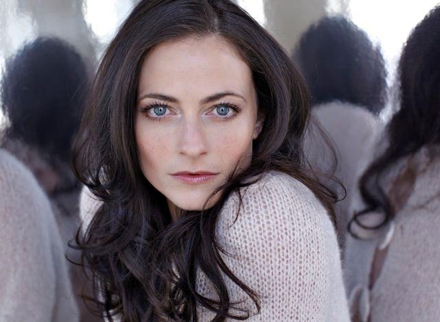 Lara Pulver. Magnus Hastings - 2012 - Robin des Bois