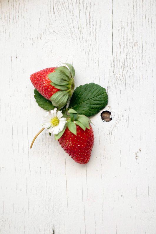 Delicious Bites: Strawberry Swirl Cheesecake - recipe on decor8 http://decor8blog.com/2013/06/04/delicious-bites-strawberry-swirl-cheesecake/
