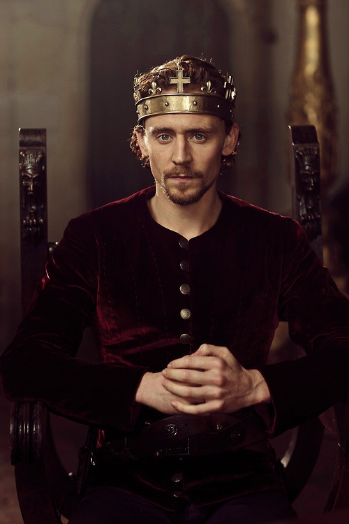 the play king henry iv essay Compare and contrast how shakespeare presents the changing fortunes of hal and hotspur the main theme of henry iv part 1 concerns the changing fortunes of hal and hotspur hal, at the beginning of the play, is a renegade prince he can be found drinking in taverns with thieves and commoners when .