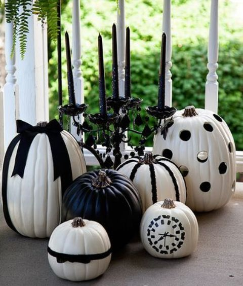 36 Ideas To Throw A Halloween Wedding With Style: #17. black and white pumpkins with ribbon