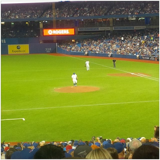 That's what I like #Dickey 3 up 3 down. Let's go #bluejays.