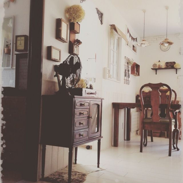 mocoさんの、部屋全体,レトロ,牛革ハラコ,鉄製扇風機,ケヤキ100%オーダーテーブル,40年前のキャビネット,金さん銀さんシェード,のお部屋写真