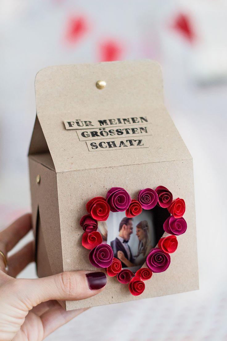 Machen Sie ein Fotogeschenk und verpacken Sie sich mit Anweisungen   – Valentinstag