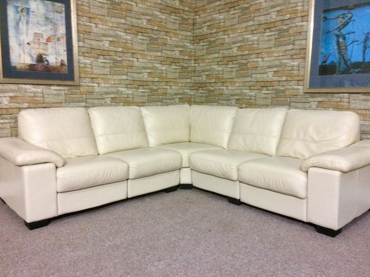 PRICE ONLY: £450 DESCRIPTION:MODULAR SOFA FOR SALE .. BEAUTIFUL, FULLY  REFURBISHED, LIGHT CREAM LEATHER CORNER SUITE WITH DIFFERENT SIZE AND SHAPE  OPTIONS.