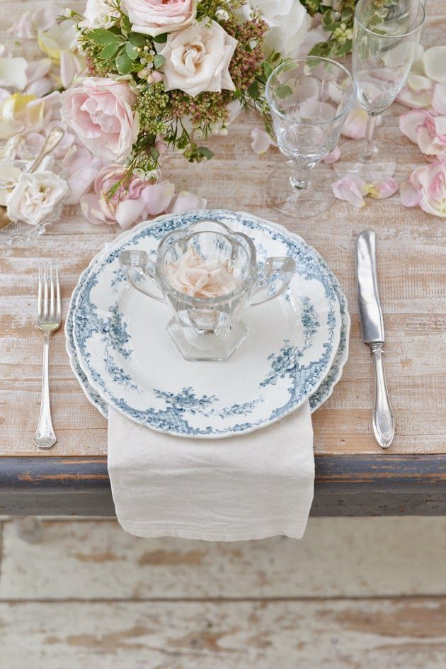 white + blue plates #placesetting