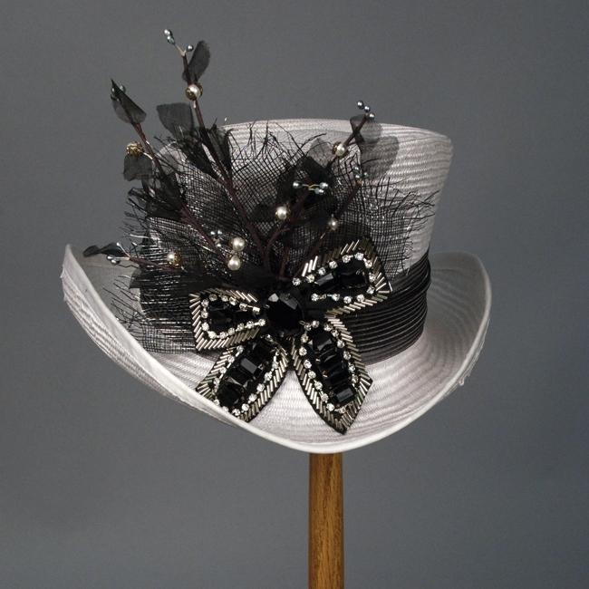 love itBows Hats, Chapeaus, Black And White, Mad Hatters, Chapeaux, Girls Kentucky, Kentucky Derby Hats, Fashion Hats, Breathtaking Hats