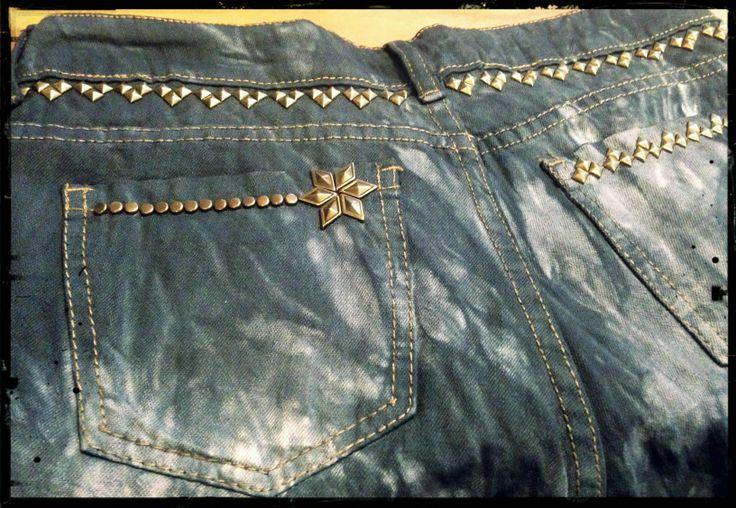 Details / studded shorts