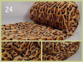 Příjemná deka v hnědé barvě se vzorem leoparda