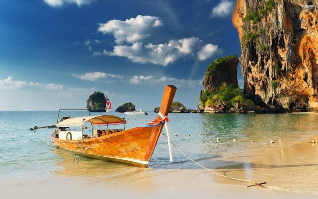 Одни из самых чистых и красивых пляжей во всем Таиланде — пляжи полуострова Рейли, это укромные места с белоснежным песком, отрезанные от остального мира живописными скалами. Благодаря большо…