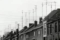 Zonder antenne geen TV en daar af en toe het dak voor opklimmen!Haha.