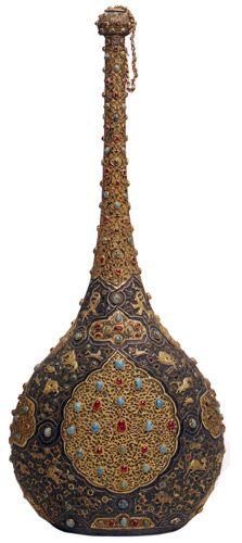 Tutya Sürahi, 16. yüzyıl başları, İran-Safevi, çap: 22 cm, genişlik: 13 cm, y: 57.5 cm, T.S.M. 2/2875. .