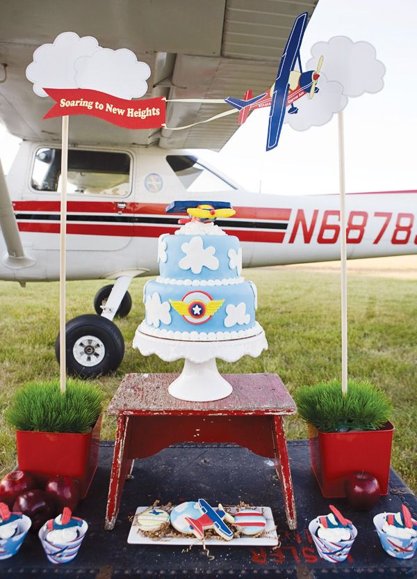 The perfect plane party for your little pilot
