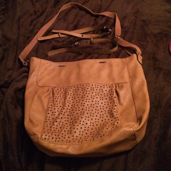 American eagle handbag Great large camel colored bag. Shoulder strap  is adjustable and comes with short handles. Super cute. Great color. Used once. Like new. American Eagle Outfitters Bags Shoulder Bags