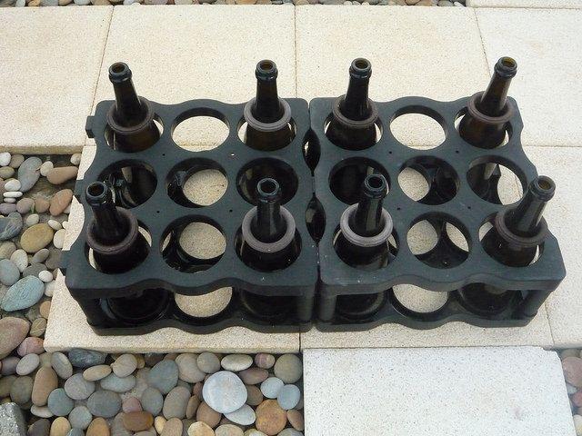 Jogo de enfiamento em garrafas para vários jogadores