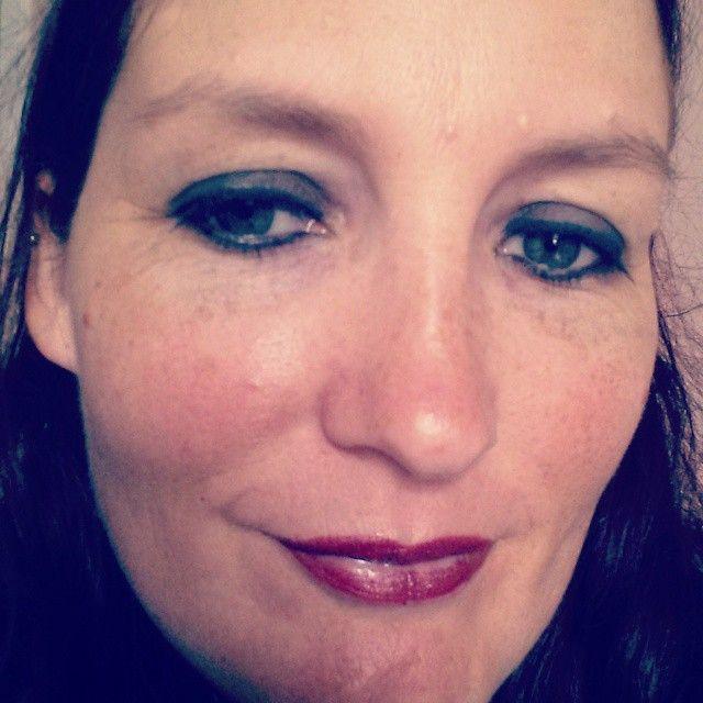 Dark eyes, accidental ombre lips