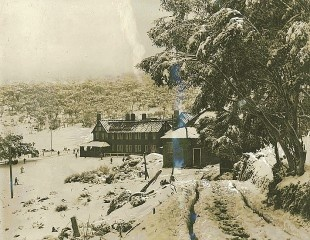 Snow Australia history - Kosciuszko Hotel, the first NSW snow hotel was built in 1909 #snowaus