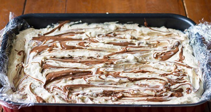 Γλυκές Τρέλες: Παγωτό Σάντουιτς του Ακη! με τυρί κρέμα, κρέμα γάλακτος, καραμέλα από ζαχαρουχο και πραλίνα