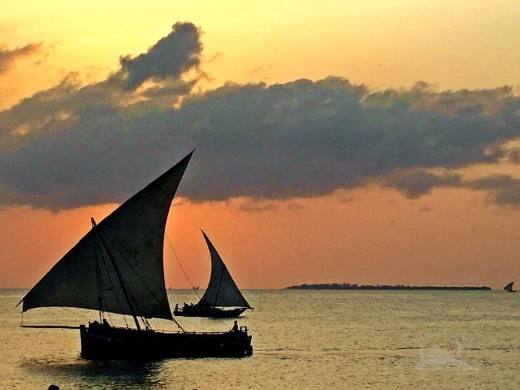 Back in time and sail with Omanis ⛵️عدنا بالزمن و أبحرنا بالقوارب الشراعية العمانية #easttowestadventures #sailing #boat #dhow #arabic #omani #zanzibar #tanzania #africa #sunset #instasunsets #intothesun #travel4arab #writetotravel #arabtravel #triangles #sails #fishing #oldcraft #traditional #local #stonetown #holidayfactory #parkhyatt #irishblog #jordanian #مغامرات_من_الشرق__الى_الغرب #زنجبار #قوارب_شراعية #غروب_الشمس