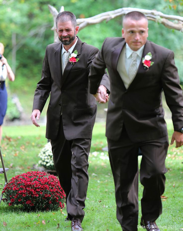 [Trending] Brides Father Stops Wedding To Invite Her Stepfather To Walk Down The Aisle With Them