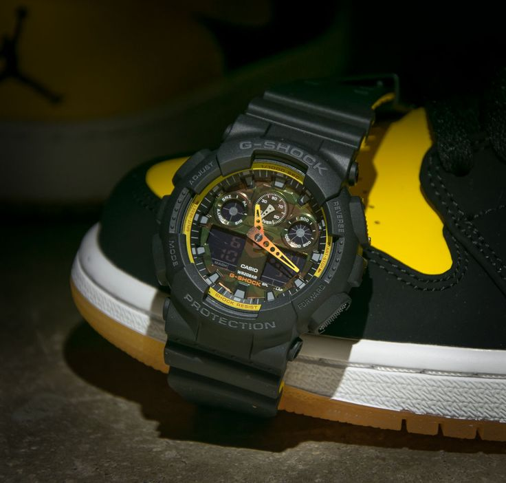 "Schwarze G-Shock GA-100BY-1AER von Casio mit Double-Layer Armband aus der ""Black & Yellow"" Serie - solekitchen.de 