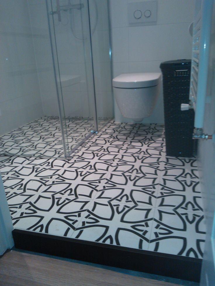 Tegelwerk in badkamer met vloertegel aparici vanguard plus natural uploads klanten pinterest - Badkamer retro chic ...
