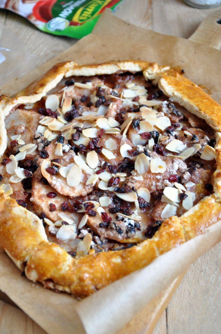 Rustic tart with apples, barberry, almonds and cinnamon http://www.mojapasjasmaku.pl/rustykalna-tarta-z-jablkami-berberysem-migdalami-i-cynamonem-trendy-w-smakach-kamis-w-2017-roku/