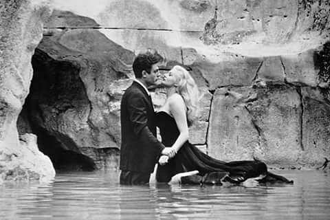 'A Doce Vida' (1960, de Federico Fellini)  #bomdia #blog #instablog #filmes #instafilmes #mvdc #minhavisaodocinema #movie #movies #adocevida #ladolcevita #federicofellini #Fellini  #classico #anitaekberg #classic #iconico