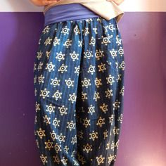 Pantalon bouffant en coton indigo avec ceinture bandeau.