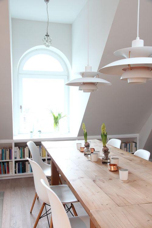die besten 17 ideen zu regal dachschr ge auf pinterest. Black Bedroom Furniture Sets. Home Design Ideas