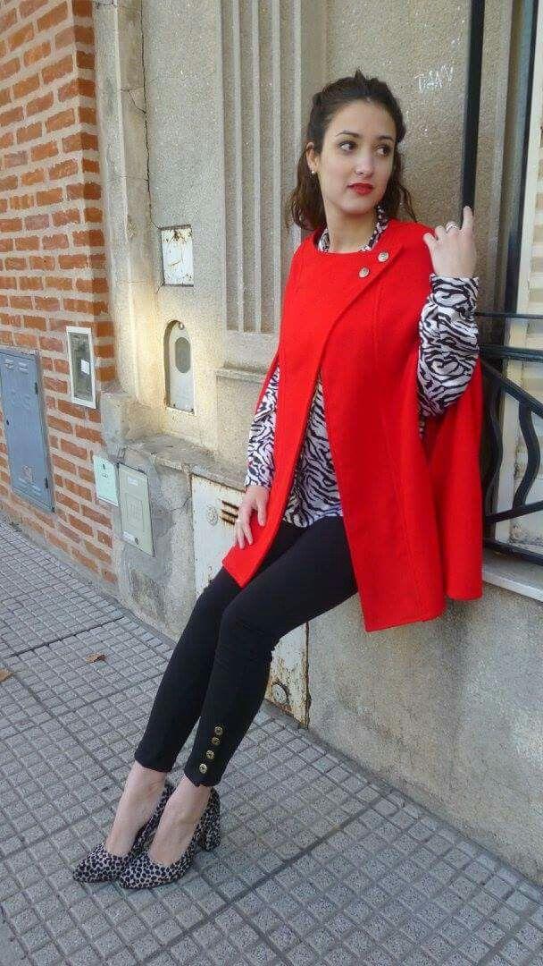 Capa roja de Si chiama Paolina. Capa $700+ camisa  $450+pantalón  $400
