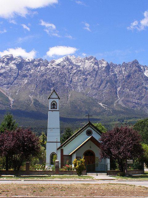 Pequeña capilla en los alrededores del Lago Puelo, Chubut.
