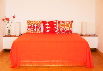 17 best ideas about orange bedroom decor on pinterest for Bright orange bedroom ideas