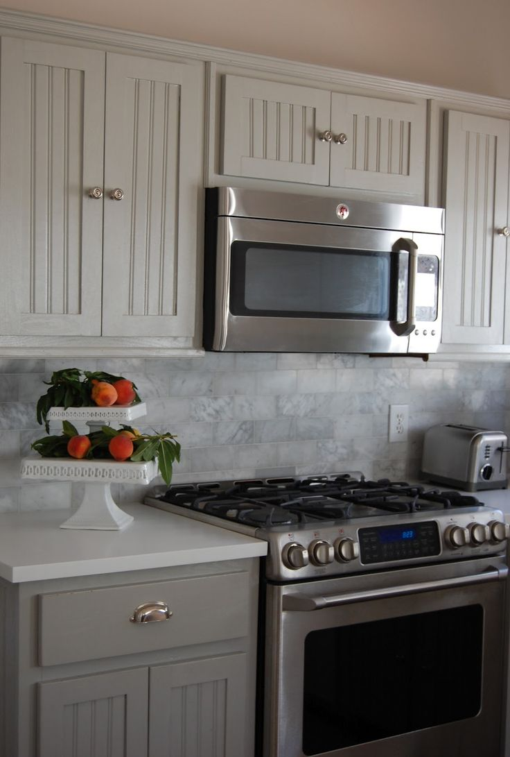 Best Gray Lowers With Lighter Uppers And Marble Backsplash 400 x 300