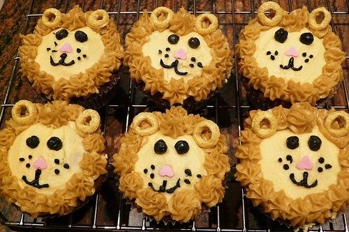 Lion Cupcake and Cake Ideas and Pictures 2 bday party idea