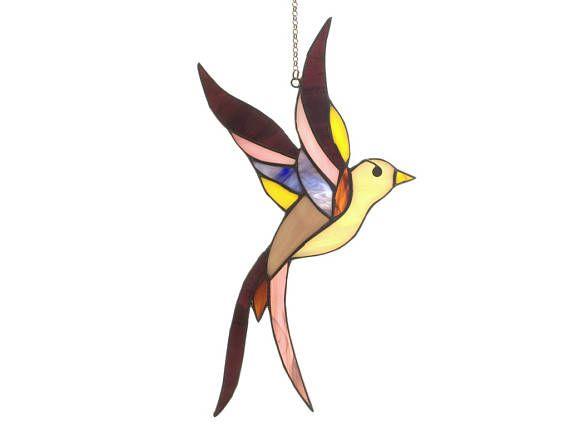 Paarse gebrandschilderd glas bird - Tiffany glazen vogel. Een suncatcher gebrandschilderd glas.