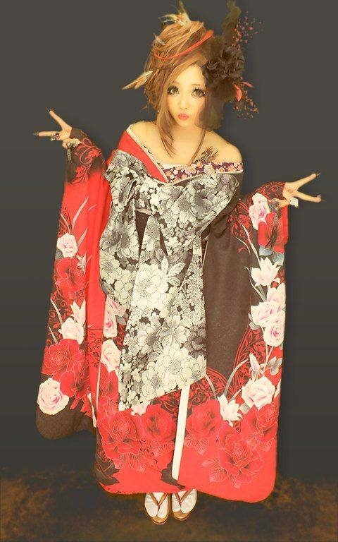 Again, not completely black and white but most of the kimono is. It looks so nice when it's going off their shoulders IMO!