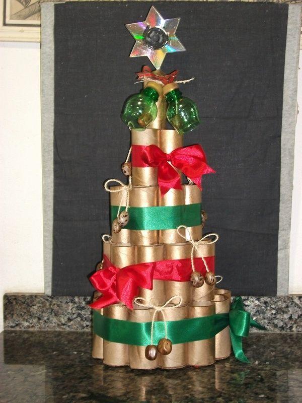 árvore de natal com reciclagem de rolo de papel higiênico