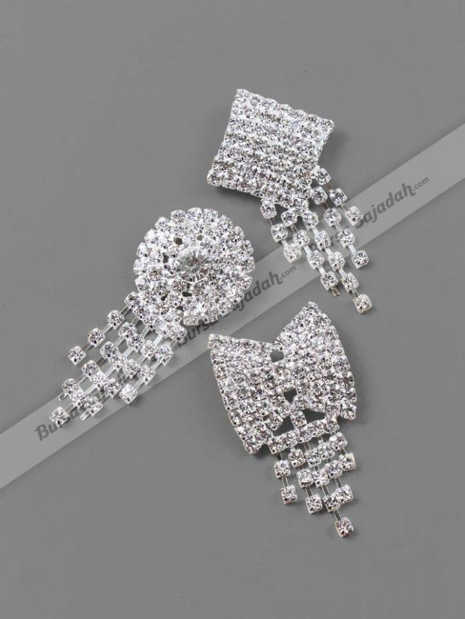 Bros yang dihiasi manik-manik berbentuk seperti kristal ini memancarkan kilau yang memberi kesan classy & elegan. Dibuat anggun oleh rumbainya, Bros Crystalline yang berukuran sangat pas untuk menghiasi sekaligus melengkapi busana Anda baik untuk sehari-hari maupun di acara-acara semi-formal & formal!