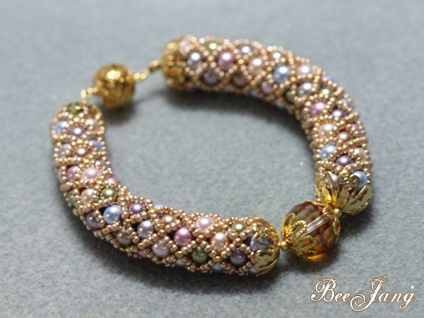 Tubular netting bracelet by BeeJang - Piratchada, via Flickr