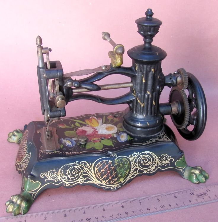 Antique Pawfoot Sewing Machine ...