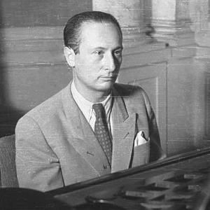 Władysław Szpilman- kompozytor i pianista. Przed wojną pracował w rozgłośni Polskiego Radia.