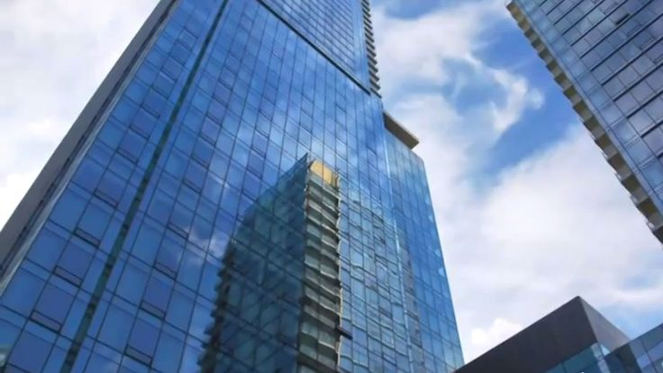 Visit Four Seasons Hotel Toronto, soaring 55 storeys in the heart of Yorkville, downtown Toronto's most glamourous shopping and restaurant quarter.
