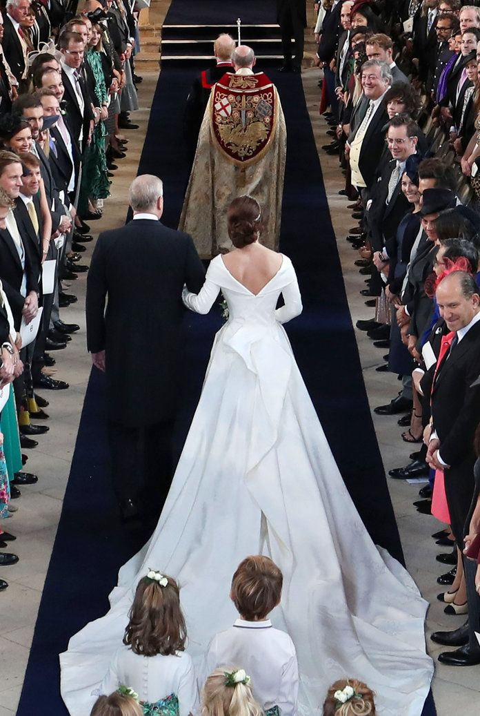 Princess Eugenie S Extravagant Wedding Dress From Every Angle Royal Wedding Gowns Eugenie Wedding Royal Wedding Dress